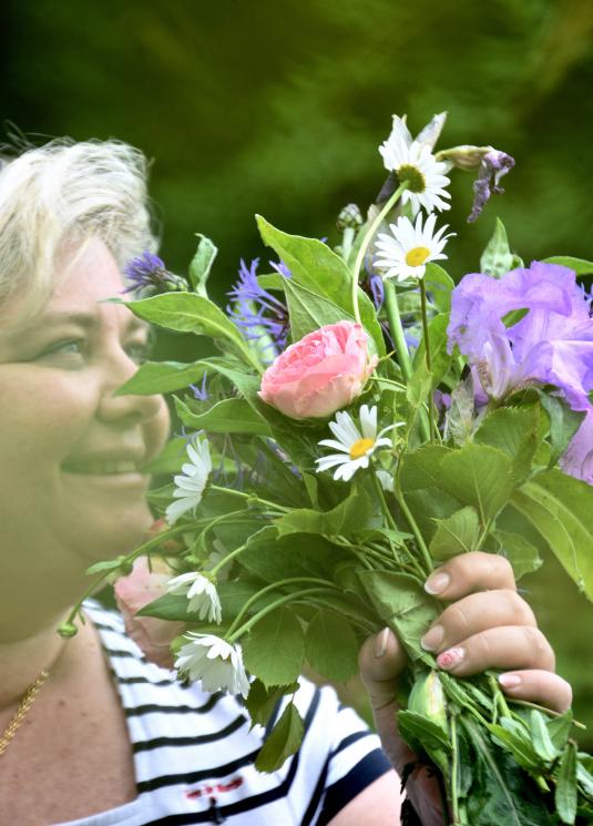 laurence avec des fleurs